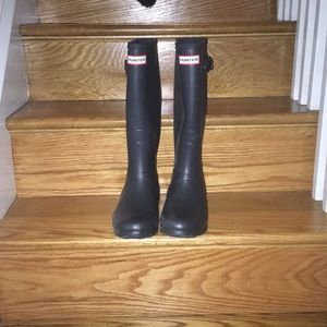 Hunter boots size 8 (US women's); navy blue